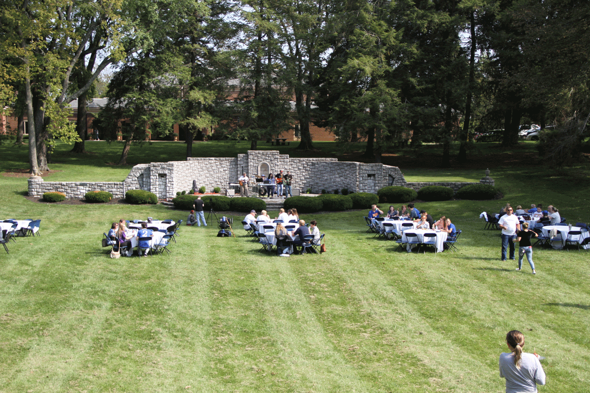 lunch on the lawn at midway university family weekend